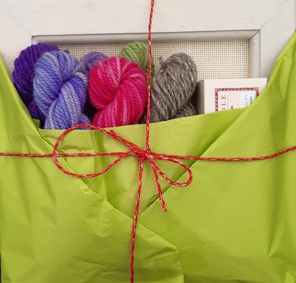 Product image showing wooden painted frame, with 6 mini wool skeins and an Oxfor #10 Regular punch needle